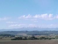 Perdu dans les Balkans, cette chaîne de montagnes au loin, quiconque est amoureux la voit dans un brouillard.